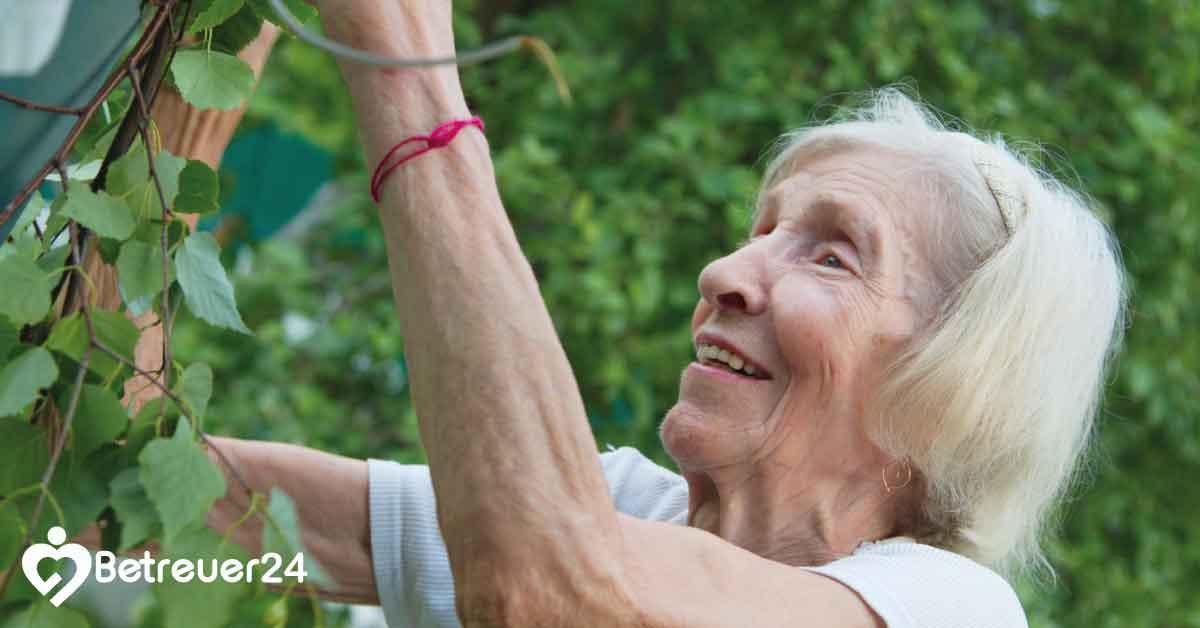 24 Stunden Demenz Betreuung - Gartenarbeit mit Demenzkranke