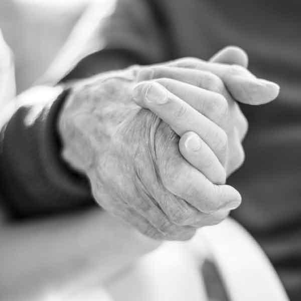Altenpflege und Krankenpflege in Wien Alle Familienmitglieder wollen das höchste Niveau der Pflege für ihre alternden Eltern, pflegebedürftigen Ehepartner, körperlich oder geistig kranken Familienmitglied, sobald die Notwendigkeit für häusliche Pflege entsteht. Während einige aus der Familie diese Aufgaben übernehmen können, die es dem geliebten Menschen ermöglichen, sicher zu Hause zu leben, ist dies nicht in allen Familiensituationen möglich. Abhängig von den spezifischen Bedürfnissen kann es sein, dass sie rund um die Uhr betreut werden müssen, und hier kann Betreuer24, Ihre verlässliche Plfegeagentur helfen.