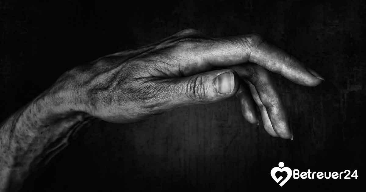 Unwillkürliches Zittern bei älteren Menschen - Pflege zu Hause